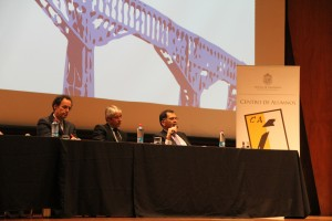 De izquierda a derecha: decano de Ingeniería UC Juan Carlos de la Llera, decano de Ingeniería UAI, Alejandro Jadresic y Patricio Aceituno, decano de Ingeniería de la Universidad de Chile.