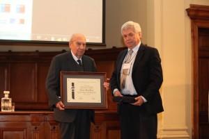 """Horacio Mery, premio """"Francisco Javier Domínguez"""" 2015, junto a José Vargas, presidente de SOCHID."""