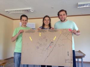 Francisca Chadwick, Felipe Álvarez y Cristóbal Bisso ingenieros UC que participan junto a sus padres.