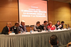 """Parte de los expositores en el encuentro ICARE """"15 miradas para impactar la economía desde la ciencia y la tecnología""""."""