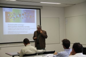 Investigador Alejandro Toro-Labbé presentando sus principales áreas de especialización.