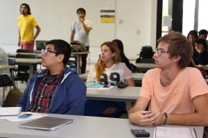 Alumnos de diversas carreras, escuchando clase del gerente de Emprendimiento de Corfo.