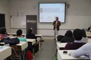 Durante la charla Neven Ilic explicó algunas de las problemáticas del desarrollo del deporte de alto rendimiento en Chile.