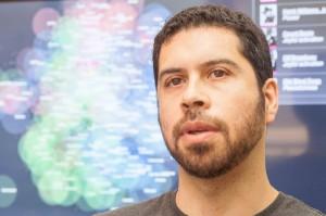 El académico Denis Parra (en la foto) del departamento de Ciencia de la Computación estuvo a cargo del innovador proyecto.