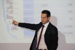 Pedro Boucon (en la foto), director académico del proyecto Ingeniería 2030, dio a conocer los detalles de la iniciativa en presencia de la delegación y profesores de los diversos departamentos de Ingeniería UC.
