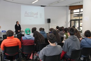 Sebastián Errázuriz, fundador y director de Actitud Lab, dictó charla motivacionales a los diez equipos en competencia.