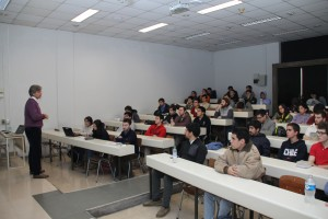"""Durante el curso el coordinador del Plan Deportivo Ingeniería UC invitó a los estudiantes UC a participar del curso """"Gestión del Deporte""""."""