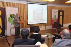 El Premio Nacional de Arquitectura 2014, Teodoro Fernández (en la foto) realizó una presentación sobre el proyecto del nuevo Edificio Interdisciplinario Arnoldo Hax impulsado por la Escuela de Ingeniería UC.