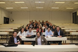Los ingenieros UC visitaron algunas de las salas de clases que más frecuentaron durante sus estudios en la UC.