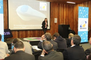 Cada proyecto fue presentado ante un jurado de expertos para la evaluación final. En la foto, el equipo Notkeib B presentando su pitch.