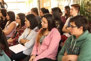 Durante el panel futuros ingenieros e ingenieras participaron del evento.