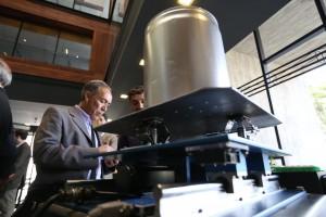 Contenedor de vino antisísmico desarrollado por profesores de Ingeniería UC