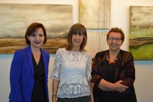 Ana María Bravo, directora ejecutiva de la Escuela de Ingeniería; Pauline Cristi, artista visual; y Militza Agusti, curadora del museo del Complejo Andrónico Luksic.