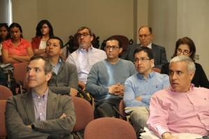 Alumnos, profesionales y académicos asistieron al evento para conocer experiencias de exalumnos doctorados.