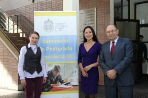De izquierda a derecha: Magdalena Walczak, direcrora asociada de Postgrado, Francisca Yáñez, exalumna doctorada y Aldo Cipriano, director de Postgrado.