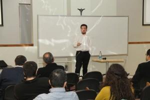 Durante el seminario Armin Lüer presentó sobre estructuras de costos en modelos de localización de hubs.