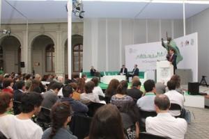 """El vicedecano de Ingeniería UC Pedro Bouchon introdujo el panel """"Creatividad y tecnología para un desarrollo humano""""."""
