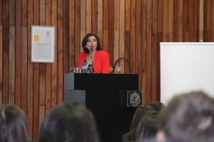La primera exposición de la jornada del 4 de noviembre estuvo protagonizada por la directoria de Estudios de Comunidad Mujer, Paula Poblete.