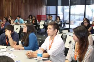 Jóvenes hombres y mujeres de diversas instituciones educacionales asistieron al primer encuentro de este tipo organizado por universitarias especializadas en la ingeniería de minería.