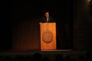 El rector Ignacio Sánchez dando inicio a la Ceremonia.
