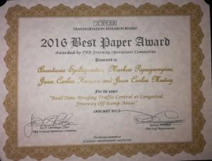Este es el diploma que recibieron los profesores de Ingeniería UC en conjunto con dos profesores griegos por su trabajo en conferencia TRB 2017.