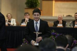 El exalumno de Ingeniería UC, Gonzalo Jara de 25 años, recibió el Premio Espíritu UC 2016.