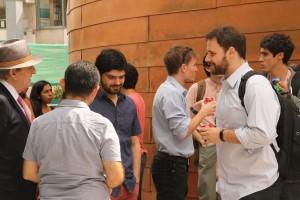 El Profesor Emérito, Juan Enrique Coeymans, compartió con los estudiantes antes de la charla magistral.