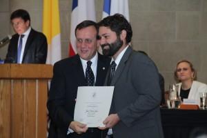 Julio Pertuzé, recibió el Premio de Reconocimiento a la Excelencia Académica en la categoría Iniciación.