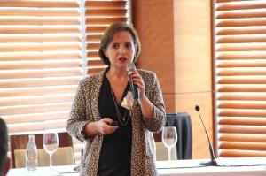 Ana María Bravo, directora ejecutiva de Ingeniería UC, expuso las novedades sobre lo que es hoy la Escuela.