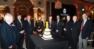 Las autoridades de la Escuela y la Universidad cantaron el cumpleaños feliz para celebrar el aniversario.