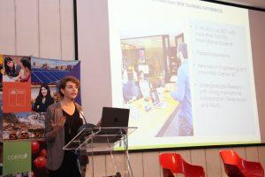 La directora de Educación en Ingeniería UC, profesora Mar Pérez.