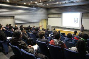 Walter Scheirer, profesor del Departamento de Ingeniería Informática de la Universidad de Notre Dame dictando charla en Ingeniería UC