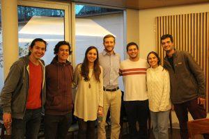 Jefa de proyectos de Emprendimiento Social, Valentina Achondo con alumnos