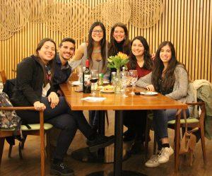 Soledad Ferrer y alumnos