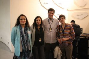 La subdirectora de Ingeniería UC para la vida, Marcela Torrejón y exalumnos generación 2003
