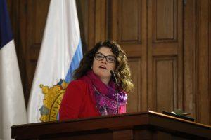 Vicedecana de Ingeniería Loreto Valenzuela en lanzamiento de libro