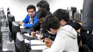 Escolares en el taller